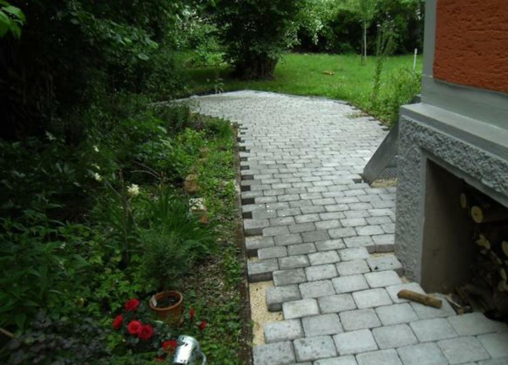 Gartenweg gepflastert